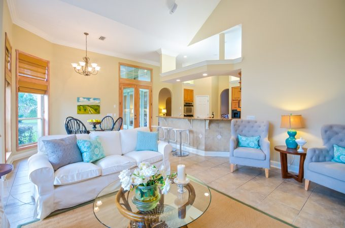 Home staging tips and training: Glass vs wooden coffee tables